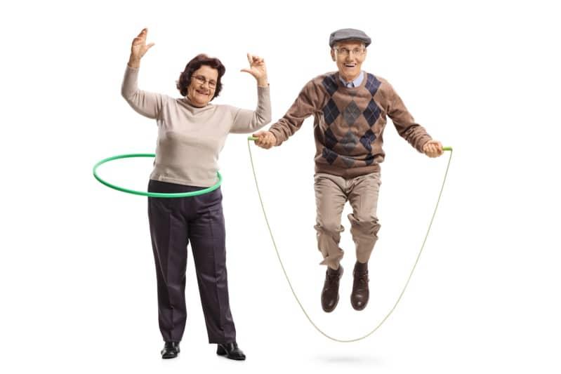 Des séances adaptées améliorent vos fonctions musculaires et cardio-vasculaires. De plus, elles offrent des bénéfices fonctionnels comme la stabilité posturale, la mobilité,…etc. Une activité physique adaptée diminuera la prévalence des pathologies chroniques et des facteurs à risques.